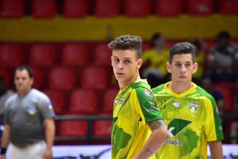 Fabinho em partida pela Seleção Brasileira de Futsal Clássico. (Foto   Divulgação) 06b4b8e0925ce